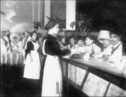 ¿Se imaginan lo que pensaban las meseras? Quizá algunas no volvieron a ser vistas una vez que los soldados se acabaron su café con leche...